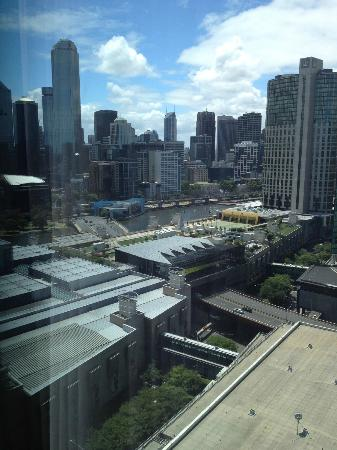 Crown Metropol Melbourne: View over Yarra River