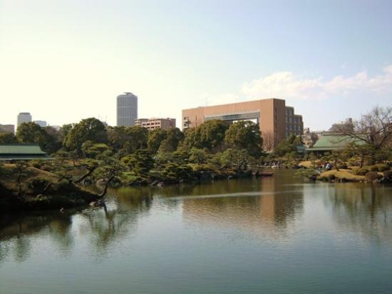 Kiyosumi Teien: 都会の庭園