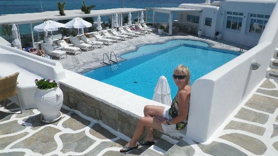 Petinos Beach Hotel: Pool area which borders casual restaurant 