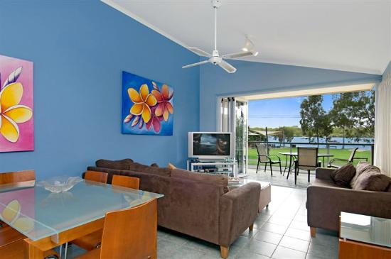 Noosa River Palms Resort: Villa from lounge