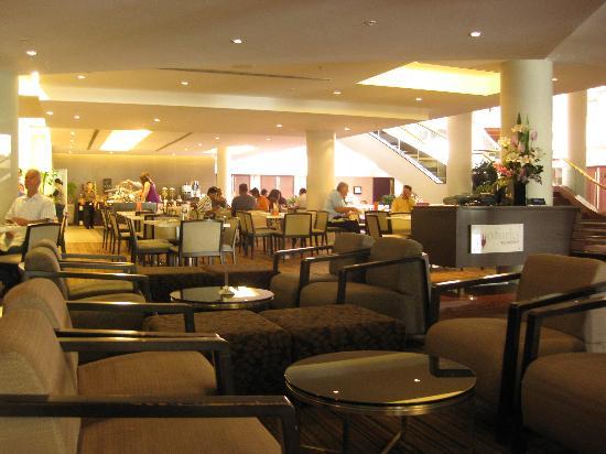Novotel Sydney Parramatta: Hotel lobby & bar