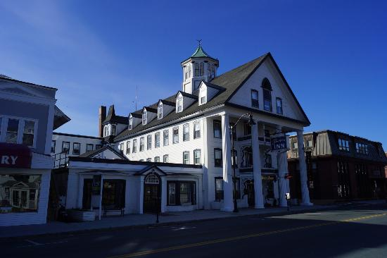 Thayers Inn: Hotel front