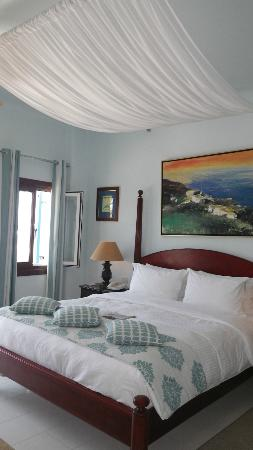 Petinos Beach Hotel: Our seaview room, spacious, comfy and exceeded our expectations.