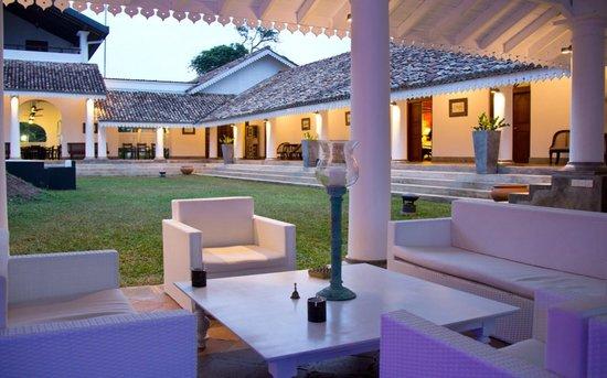 Tamarind Hill: Lobby bar