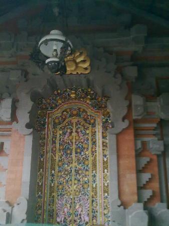Kunang-Kunang Guesthouse: balinese design door