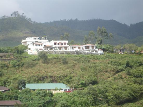 Elysium Garden Hill Resorts: Hotel viewed from Thekkady road