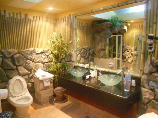Pinjalo Resort Villas: bathroom suite 205 