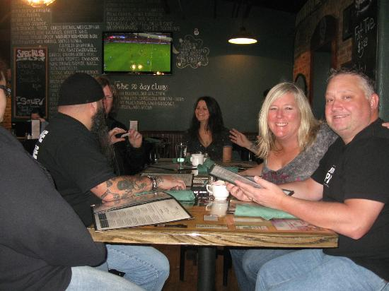 Finnigan's Wake Irish Pub: good friends..good food