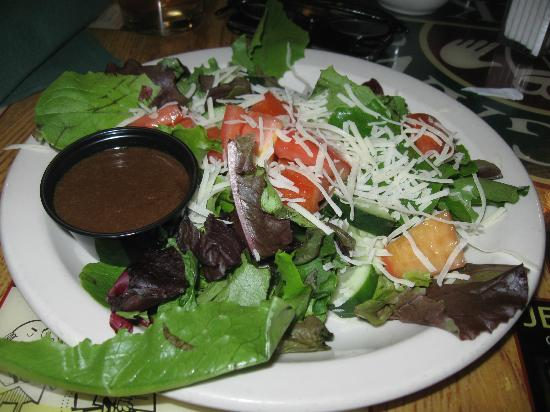 Finnigan's Wake Irish Pub: my side salad
