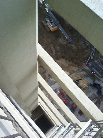 CVK Hotels Taksim: Les travaux juste a coté de l'hotel