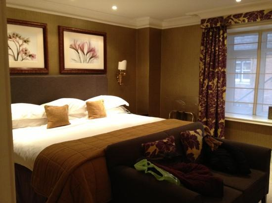 The Chester Grosvenor: huge bed!