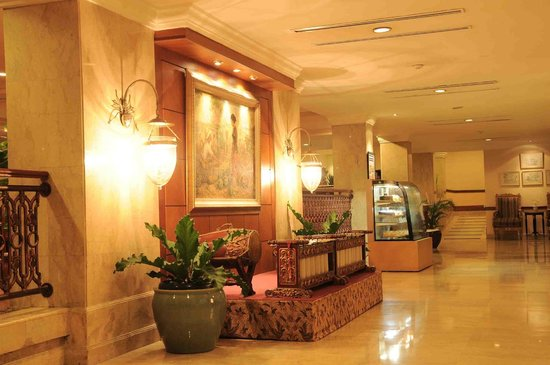 Hotel New Saphir Yogyakarta: Lobby