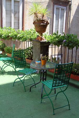Palazzo Venezia, terrazza - Picture of Palazzo Venezia, Naples ...