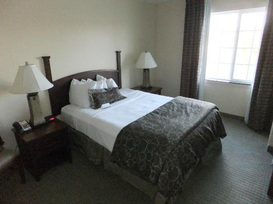 Staybridge Suites Rochester University: Bedroom with comfortable queen bed.