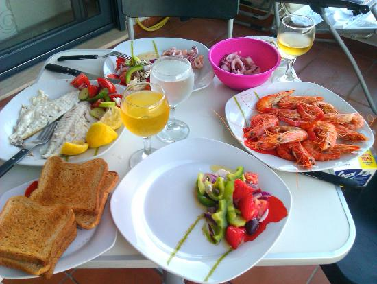 Caravella Luxury Apartments: Dinner on the terrace (in appartment)