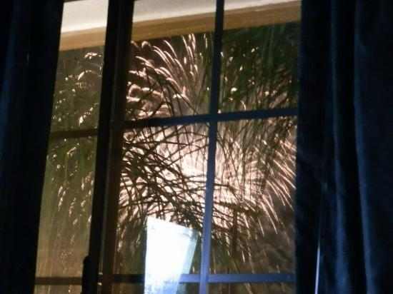 Park Vue Inn : fireworks out the bedroom window