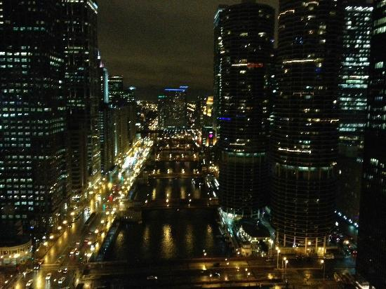 Wyndham Grand Chicago Riverfront: Riverside view on 36th floor