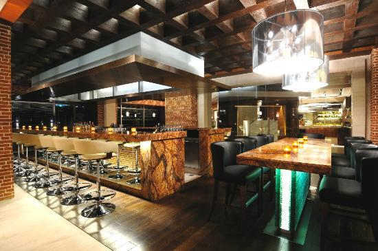 Hyatt Regency Chennai: 365 AS - contemporary bar