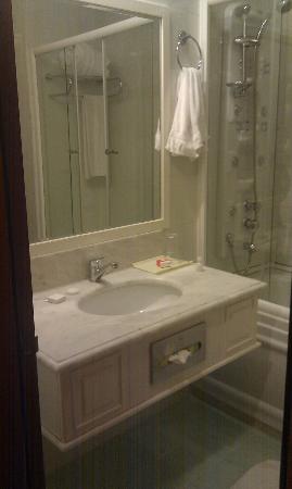 Grand Hotel Europe: Bathroom