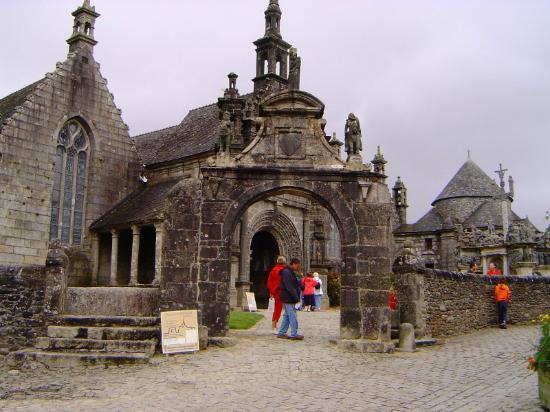 Les 7 calvaires monumentaux de Bretagne: Arco trionfale di Guimiliau