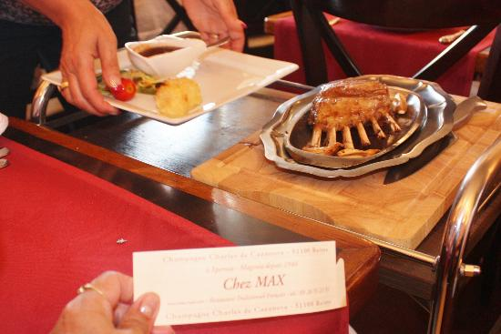 Restaurant Chez Max : carré d'agneau avant la découpe en salle