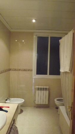 Hotel Mediodia: Banheiro 2