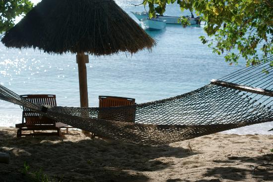 Blue Lagoon Beach Resort: prive beach chairs and hammock for premium beachfront villa