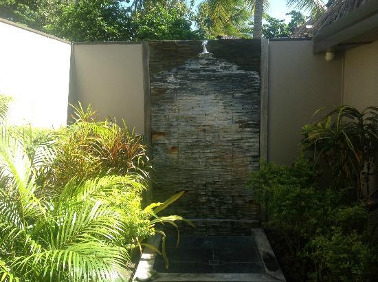 Blue Lagoon Beach Resort: spectacular outdoor bathroom