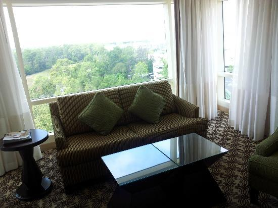 The Woodlands Waterway Marriott Hotel & Convention Center: Sitting area in our room