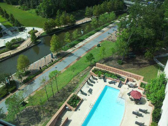 The Woodlands Waterway Marriott Hotel & Convention Center: Looking out from the room