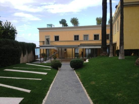 Grand Hotel Angiolieri: hotel entrance