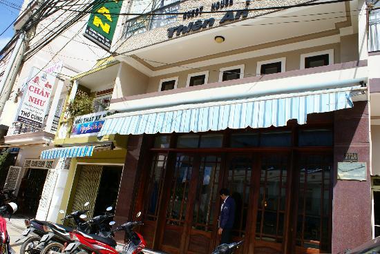 Thien An Hotel: devant l'hotel
