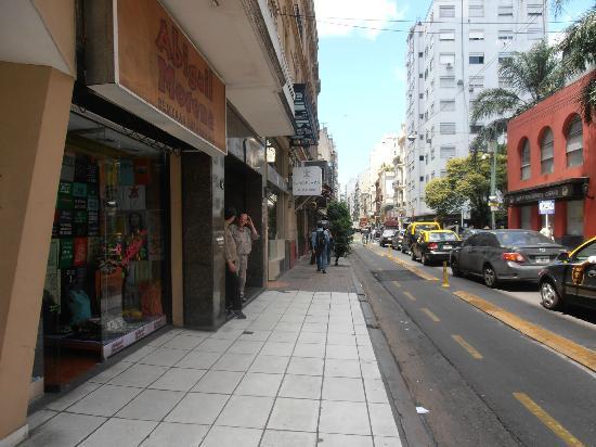 Europlaza Hotel & Suites: Visão da rua do hotel