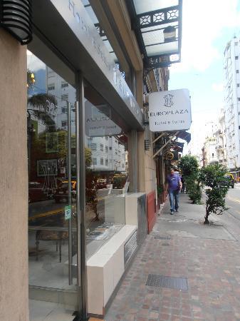 يوروبلازا هوتل آند سويتس: Entrada do Hotel 
