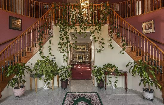 Stirling-Rawdon Bed & Breakfast : Front entrance Hall