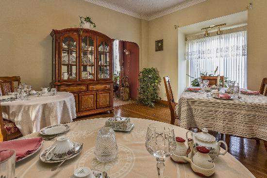 Stirling-Rawdon Bed & Breakfast : Eating area Breakfast/Dinner seats up to 8 people