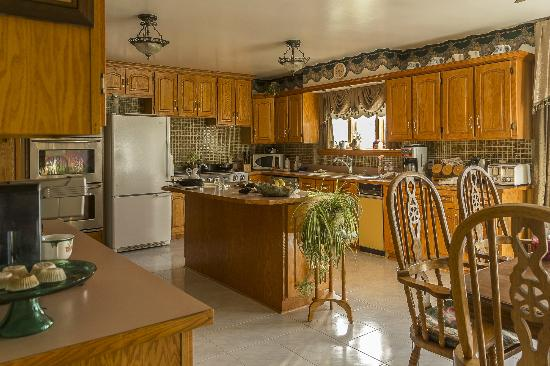 Stirling-Rawdon Bed & Breakfast: Kitchen