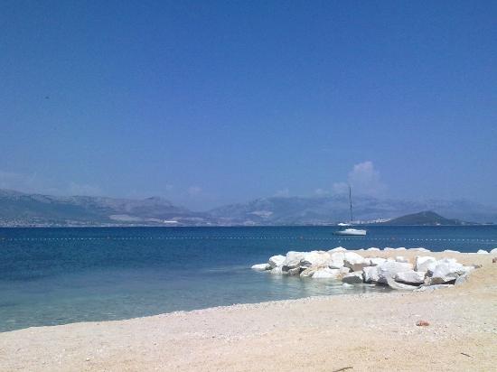 Villa Malo More: пляж около Мало Море