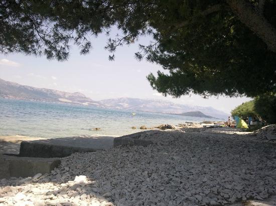 Villa Malo More: камни на пляже