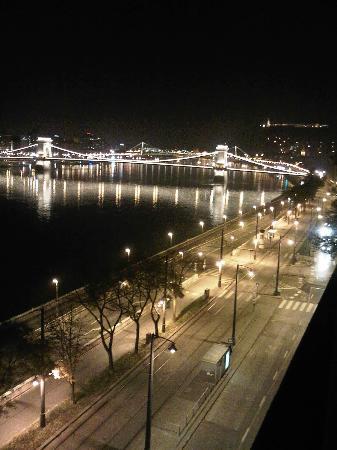 art'otel budapest: Chain bridge