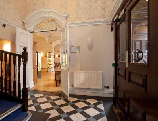 Langan's Tea Rooms: A grand entrance