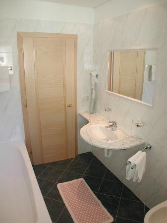 Hotel Mondschein: bagno