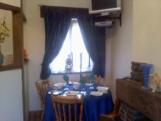 Usk Country Cottages: beech dining