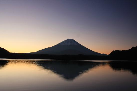 Lake Shoji : 日の出前の精進湖-2