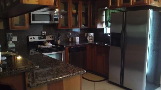 Pelican Reef Villas Resort: Kitchen in our 2-bedroom accommodation
