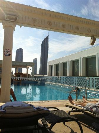 Crowne Plaza Abu Dhabi: Roof top swimming pool