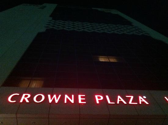 Crowne Plaza Hotel Abu Dhabi: Hotel in the night