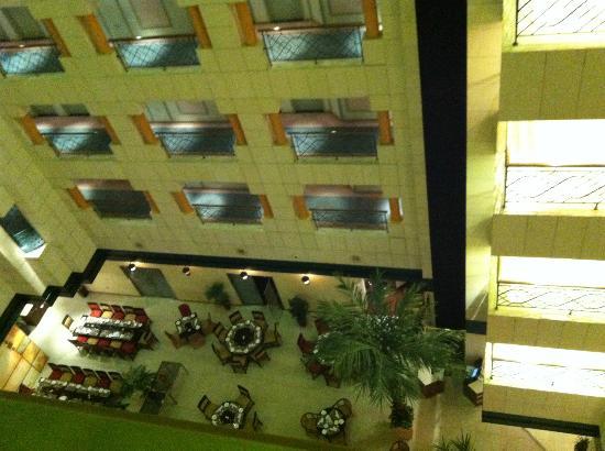 Crowne Plaza Hotel Abu Dhabi: Garden restaurant