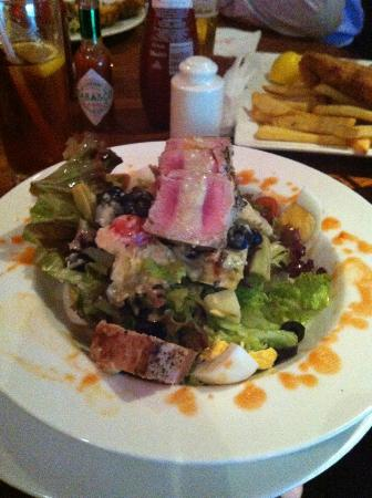 Crowne Plaza Hotel Abu Dhabi: Delicious tuna salad from the bar