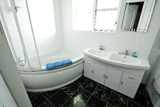 Stansted Airport Lodge: Bathroom